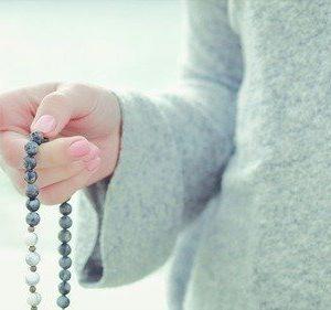 mala-knuepfen-fuer-dich-mala-knuepfkurs-gebetskette-kreativ-mala-meditation-yoga-unterstuetzung-beim-rezitieren-von-mantras-unikate-traeume-werden-wahr