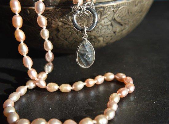 perlenkette-einzeln-geknuepft-mit-labradorit-anhaenger-925sterling-silber-unikatschmuck-hochwertig-schmucktraum