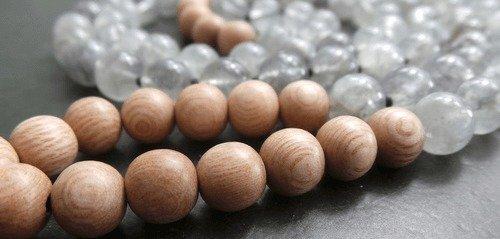 mala-geknuepft-malaknuepfen-malatraum-quarz-rosenholz-gebetskette-unikatschmuck