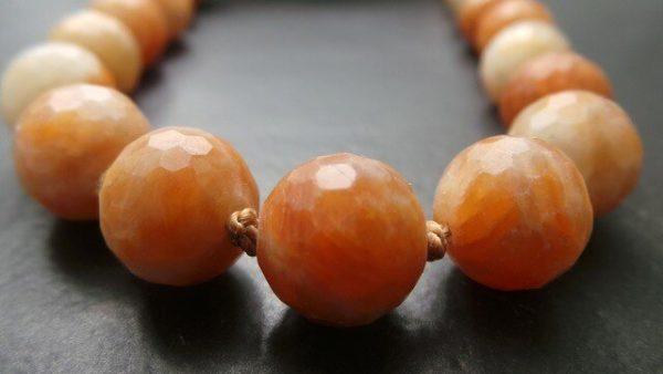 kette-geknuepft-calcit-orange-unikat-unikatschmuck-verschluss-silber-vergoldet-traumschmuck