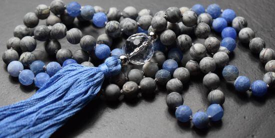 mala-gebetskette-calcit-achat-bergkristall-unikatschmuck