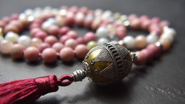 mala-gebetskette-unikatschmuck-rhodonit-meditation