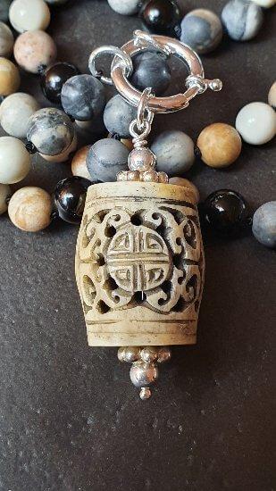 mala-inspirierte-kette-picasso-marmor-turmalin-howlit-jade-anhaenger-silber
